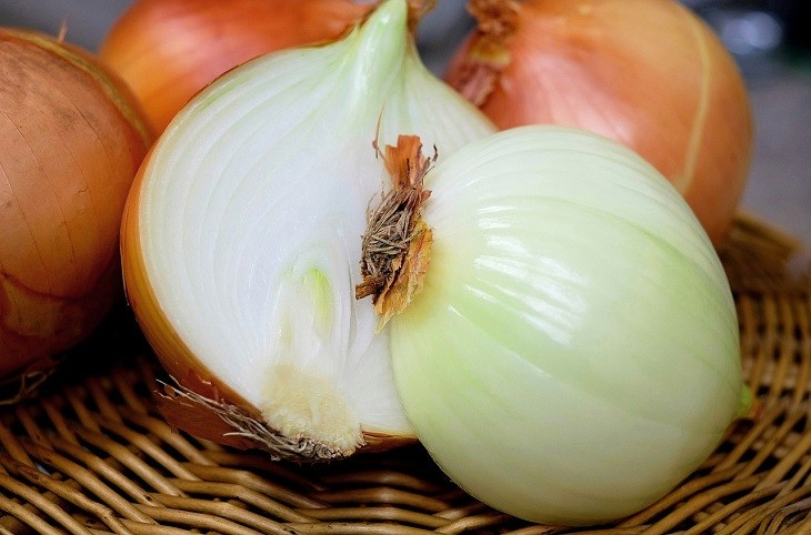 Use More Than One Onion If You Are Trying To Remove The Smell Of Paint From  A Large Room Or Space. Place Two Bowls At The Two Corners Of The Room And  ...